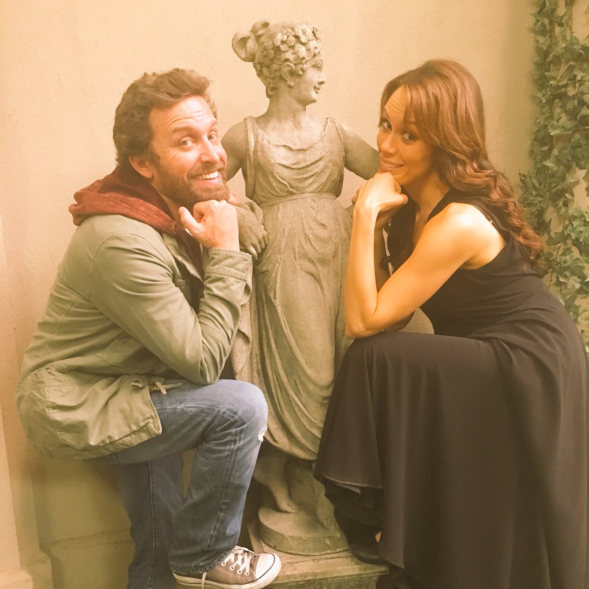 More awkward family photos with my tv sis @bigEswallz #SupernaturalFinale https://t.co/Lg7cWmsSZt