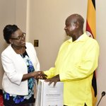 .@KagutaMuseveni has recieved the commission of inquiry report @UNRA_UG @ED_UNRA from justice Bamugemereire https://t.co/lLQ1JRr8Oa