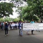 Trabajadores universitarios en huelga por desidia de ministro Arreaza ante reclamo salarial: https://t.co/y4SkWU5sDe https://t.co/5FWy3Hv6ok