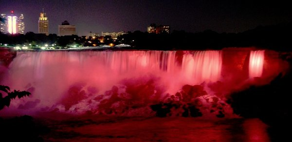 As dusk hits @NiagaraFalls, the Horseshoe Falls light up in red symbolizing that all Canadians are #strongerthanMS https://t.co/3InsRng26R