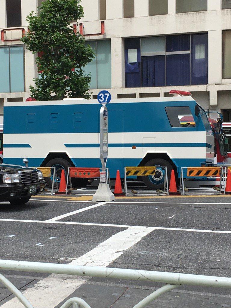 渋谷駅前のこんな車は爆発物? https://t.co/mhFRXcFMb9