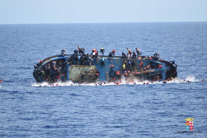 Más de 500 emigrantes naufragan en mar mediterraneo