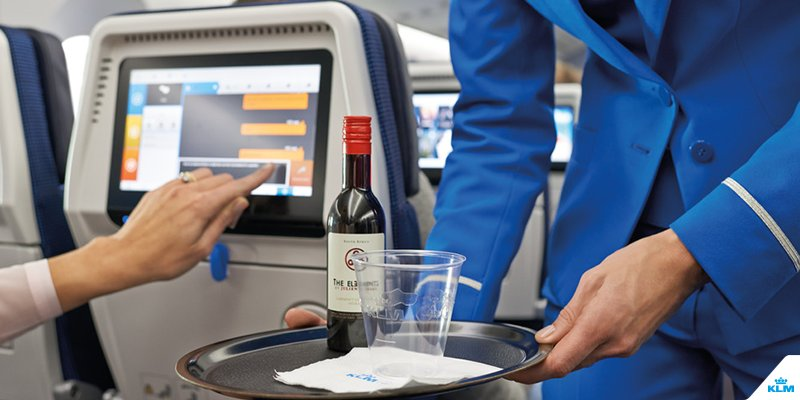 What happens to your body when you drink alcohol on a plane?