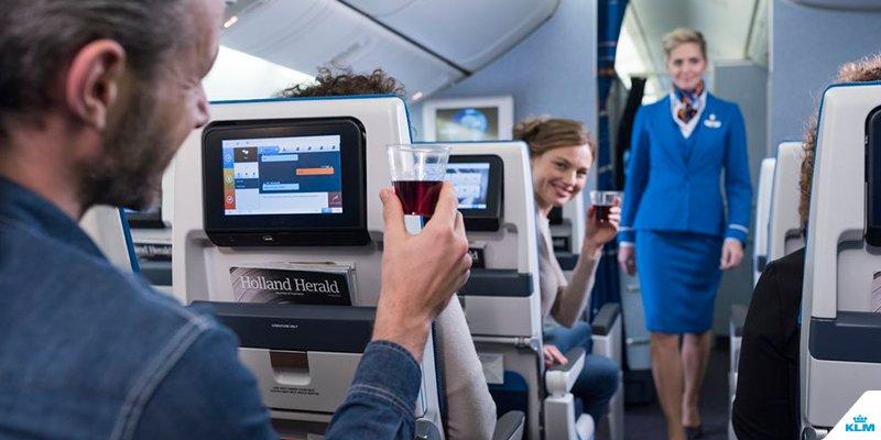 Wat gebeurt er als je alcohol drinkt tijdens een vliegreis?