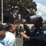 #Monagas: Represión contra ciudadanos c hambre #Boquerón Nstro diputado @Juanpablogve presente.4 días comiendo mango https://t.co/ifkRoeO9uw
