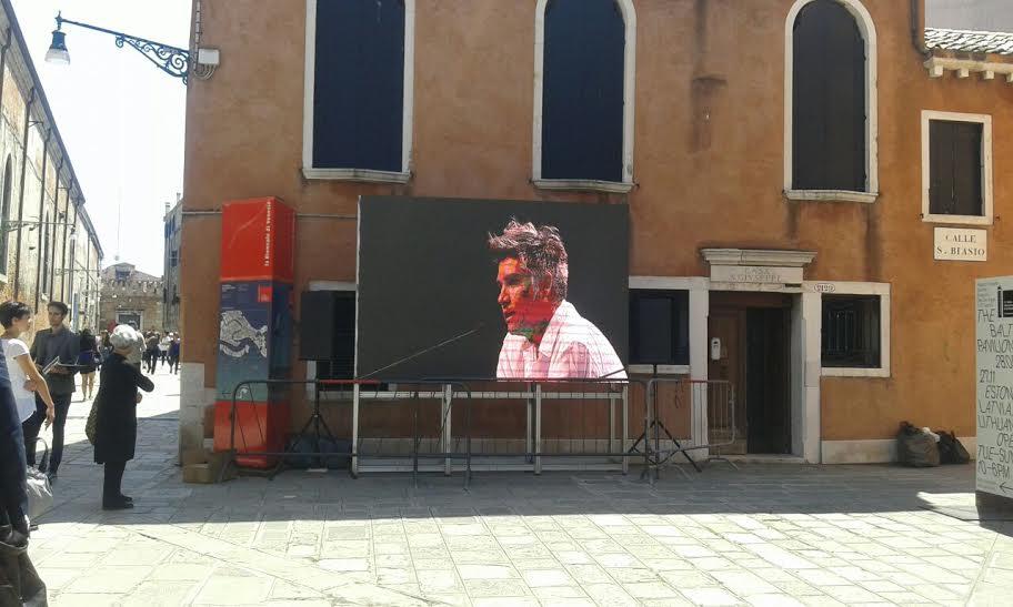 """""""Mimarlar şikayet etmek yerine ikna edici öneriler üretmeli"""" Alejandro Aravena #BiennaleArchitettura2016 https://t.co/n4tONc5Imz"""