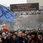 Estudiantes marchan por la Alameda sin autorización https://t.co/VG0BsNLlva https://t.co/XFRMBCOtXg