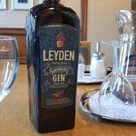 Proost! Uit @HortusLeiden 1e fles Leyden Botanical Gin! Smaak= prima. Smaakt naar Leiden..... https://t.co/8JvkKJI5FJ