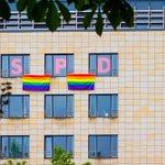 Wir haben unsere Geschäftsstelle zum #CSD und #Dresden natürlich auch beflaggt :) @CSDdresden https://t.co/1uEQTGxwVT