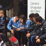 #DíadelLibro la selección uruguaya Sub17 lee cuentos a niños y niñas en Feria del Libro Infantil #CuentoContigo https://t.co/hQuI1Zma5v