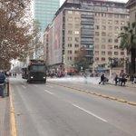 Gobierno de Chile mantiene militarizada la alameda con fuerte represión a estudiantes https://t.co/gEFB05AGUR