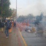 En tiempo real: Fuertes enfrentamientos entre estudiantes y Carabineros en Parque Bustamente https://t.co/L4s3jgdqWn https://t.co/QOPNPaQTVt