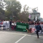 Estudiantes intentan marchar pacíficamente por la Alameda #MarchaEstudiantil https://t.co/S0cmCQdT8l @Cooperativa https://t.co/YF01zpYkSv