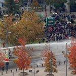 El despliegue del gobierno Bachelet para impedir derecho a manifestarse #MarchaEstudiantil https://t.co/S0cmCQdT8l https://t.co/eevFJonK2o