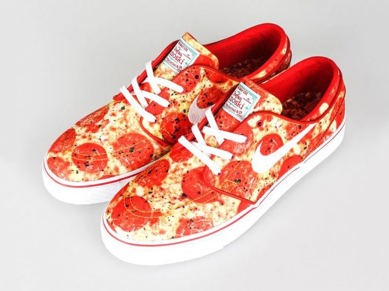 #Pizza sneakers are a real thing and they look delicious! https://t.co/lTGca1FQIs https://t.co/AKTyYWSoHb