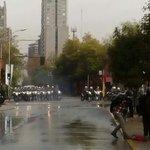 #Chile Ahora: El centro de Santiago está Sitiado. El @GobiernodeChile impide que estudiantes le digan #ChileSeCansó https://t.co/yxcdXUwTIT