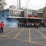 FOTOS Y VIDEOS| Dura represión no dejó marchar a estudiantes secundarios y universitarios. https://t.co/IHTCxqhxB7 https://t.co/2q1g41a7mF