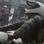 [Fotos] Carabinero fue agredido con una gran piedra durante marcha https://t.co/OHcjhIOsbm https://t.co/GQwZq86PC4