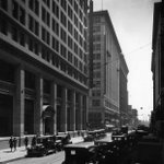 #TBT (1930): Pedestrians & cars pass the Citizens National Bank Building on the corner of Spring & 5th. #DTLA https://t.co/Fq6vEoqWlB