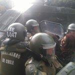 AHORA | Marcha de estudiantes no autorizada registra primeros detenidos en Valparaíso https://t.co/wkIRFQqWSo https://t.co/eaJFZM12LA