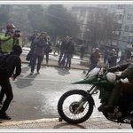 Todos sacando fotos a Carabineros... y las fotos a los manifestantes (delincuentes) nadie les saca ????? https://t.co/jdo7cfoCtW