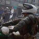 LANZARON PIEDRA de GRAN TAMAÑO contra CARABINERO en PARQUE BUSTAMANTE, SANTIAGO https://t.co/0Fn2ADEERb