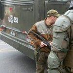 Gobierno de Bachelet reprime violentamente estudiantes y amedrenta con armas. Hasta cuando @JBurgosV https://t.co/k9iWIGYIgr