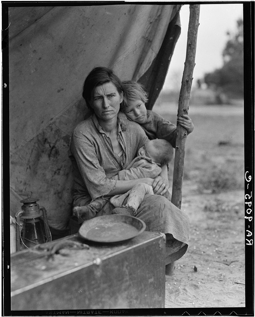 Happy birthday to Dorothea Lange! In 1936, Lange took five exposures of Florence Owens Thompson and her children. https://t.co/wdYssU8RS8