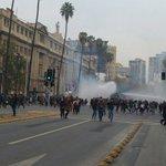 Fallida marcha de estudiantes deriva en más de tres horas de enfrentamientos en Santiago https://t.co/oKDr8V1km6 https://t.co/5jCm01cdrS