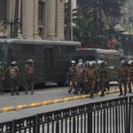 Presencia policial masiva y represión ahora en sector Santa Lucía https://t.co/zsBxuORdgT