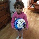 Mi nena ya tiene su balón del Tenerife. Gracias @VitoloCDT, @choko_9, @Perdomomachado, @CDTOficial https://t.co/KXoSJwkZNc