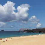 Playa de Las Conchas en la Isla de #LaGraciosa @paisajeCanario @TesorosCanarios @TenerifeBonjour @CositasCanarias https://t.co/Xkw95lksbV