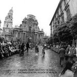 Un Viernes Santo atípico en #Murcia...  Mientras, el imafronte recobraba su belleza.   Foto Martínez Requiel. 1981 https://t.co/B7I3PSCJfD
