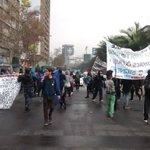 Chile: a pesar de excesivo contingente policial y brutal represión estudiantes se tomaron la alameda. https://t.co/4KD5BWwalM