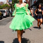Rihanna serving looks again in NYC! This look is so cute!! I think green is my new fav color💚💚💚 https://t.co/HFAxvAGPMP