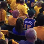 Lots of Curry, Thompson & Green jerseys in tonights crowd. But dont accuse this guy of jumping on the bandwagon https://t.co/dn6MFXz3mP