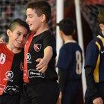 Newells festejando.Él sina llorando.Newells gano los 3 partidos a Central en el futsal juvenil. #VamosNewells https://t.co/NwkjaQ4Emz