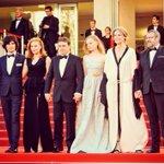 Léquipe de #BACCALAURÉAT en haut des marches avant de remporter le prix de la #MiseEnScène du 69e @Festival_Cannes! https://t.co/X6vIFWFNny