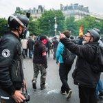 Dialogue social avec le service dordre de la #CGT #LoiTravail #manif26mai #49al3 Photo: @Simon_Guillemin https://t.co/PeE5HnnLGa