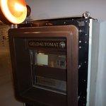 Ein Geldautomat aus der DDR - bei der Sonderschau zum Geld im @smac_sachsen in #Chemnitz zu sehen https://t.co/bgdNe4Re11