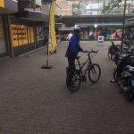 Controle fietsers in het #Voetgangersgebied winkelcentrum #Meeuwenveld #Zoetermeer. https://t.co/AaDjQcvFs2