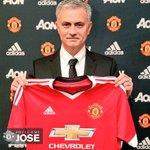 [#PL] OFFICIEL ! Mourinho vient de sengager pour 3 ans avec Manchester United ! https://t.co/U1VwLBMo29