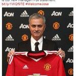 #SekilasBolanet Finally! Jose Mourinho RESMI menjadi pelatih MU hingga 3 tahun ke depan + opsi perpanjangan 1 tahun. https://t.co/YQaF5eMR15