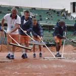 Pourquoi Roland Garros naura pas de toit avant... 2020-2021 (au mieux) #RG16 https://t.co/xKc3aWg2vn https://t.co/LUkGR5Hq5S
