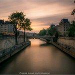 Quand le soleil sassoupit La Ville Lumière se pare de mille couleurs #Paris © Pierre Lidar https://t.co/MkAehakC5f