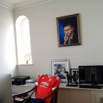 José Mourinhos office at his home in London, with a notable addition. ????⚽️ https://t.co/zr85xBz1cM