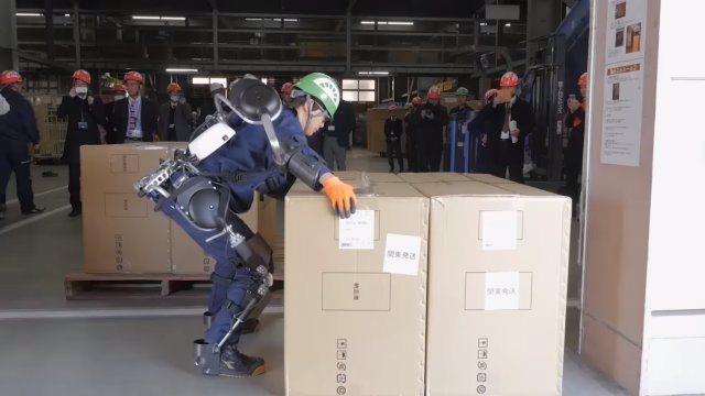 How exactly do our Power Assist Suit help with heavy objects? It lifts a 26kg sofa w/ ease! https://t.co/ODdpkWmHNt https://t.co/AicvGSl9Y8