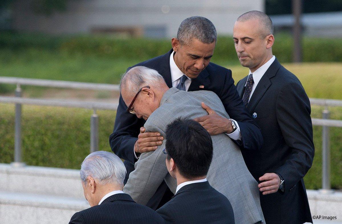 President Obama met with hibakusha in #Hiroshima. オバマ大統領は被爆者の方々と対面しました。 #ObamainJapan #オバマ来日 https://t.co/SOG2Y2MSOu