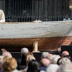 Phenomenal way to mark refugee deaths at sea - a boat used as the altar at Cologne Cathedral https://t.co/g2Dp5PA4bm https://t.co/iVxVqyVNQO
