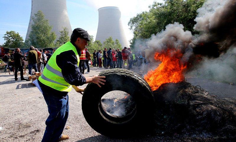 ¿Springfield? No, FRANCIA hoy, caldeada por las protestas de gremios y estudiantes contra la FLEXIBILIZACIÓN laboral https://t.co/sQNJ8JG5jV